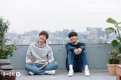 This Ongniel pic Reminds of that Taekook pic where Jungkook and V were sitting in the same way