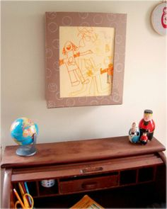 DIY Art Display and Storage Box for child's art. Made from a cereal box or a priority mailer. LOVE this idea! Frame is up and ready to just drop in child's work each day and easy to rotate artwork for display and keep it stored! Childrens Artwork, Kids Artwork, Hanging Kids Art, Licht Box, Art Storage, Storage Shelves, Hidden Storage, Display Boxes, Display Ideas