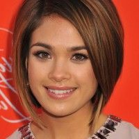 Nicole Gale Anderson Cute Short Graduated Bob Haircut for Round Faces