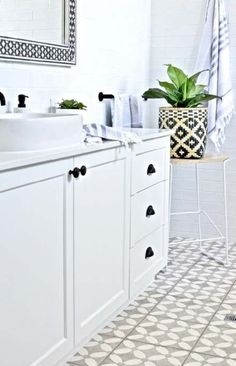 Modern Hamptons bathroom inspiration with gorgeous patterned floor tiles, a classic black and white palette and some graphic modern touches. Totally do-able Hamptons style for your contemporary or coastal home. Bad Inspiration, Bathroom Inspiration, Bathroom Styling, Bathroom Interior Design, White Bathroom, Small Bathroom, Bathroom Ideas, Black Bathrooms, Modern Bathroom