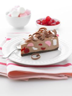 A very simple and delicious rocky road #cheesecake is luscious and pretty, what more could you want? #Cadbury #CadburyKitchen #chocolate #Baking #Desserts To view the product featured in this recipe visit https://www.cadburykitchen.com.au/products/view/baking-block/