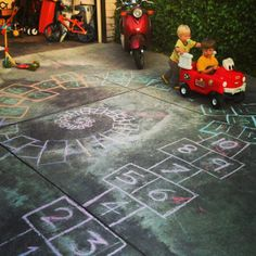 Make your math BIG when you play and create in your yard or on the streets. More on #BodyScaleMath and #OutdoorsMath at http://www.naturalmath.com/tag/body-scale-math/