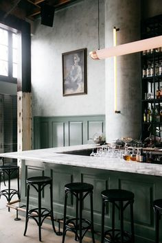 16 Trendy Ideas For Dark Wood Kitchen Countertops Bar Tops Restaurant Design, Cafe Restaurant, Modern Restaurant, Restaurant Counter, Wood Bar Top, Wood Bar Stools, Deco Cafe, Design Café, Chair Design