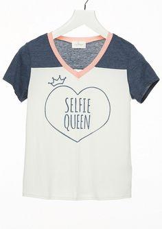selfie queen tee