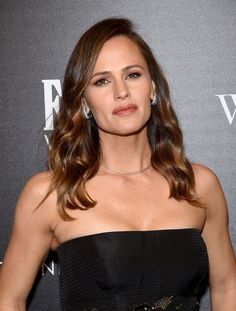 Jennifer Garner & Bryan Cranston Premiere 'Wakefield' in NYC: Photo Jennifer Garner couples up with co-star Bryan Cranston as they attend a screening of Wakefield hosted by The Cinema Society and FIJI Water on Thursday night (May… Jennifer Garner Alias, Ben And Jennifer, Jen Garner, Jennifer Aniston, Beautiful Celebrities, Beautiful Actresses, Gorgeous Women, Beautiful Gorgeous, Garner Style
