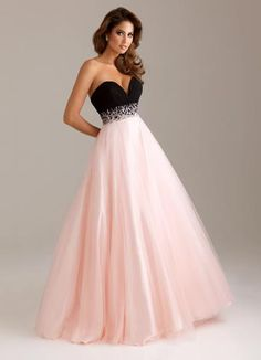 Shop for stylish evening dresses and look stunning this season at JadeGowns UK. We have thousands party dresses, prom dresses, wedding dresses, evening gowns and mini dresses to day and going out dresses and more. Pretty Prom Dresses, Grad Dresses, 15 Dresses, Ball Dresses, Pretty Outfits, Homecoming Dresses, Cute Dresses, Quinceanera Dresses, Dress Outfits