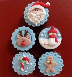 Learn how to make delicious Christmas cupcakes for kids and the whole family. These will make perfect easy Christmas desserts over the festive season and the tutorial below will show you how to make them step by step! Mini Christmas Cakes, Christmas Cupcake Toppers, Christmas Cupcakes Decoration, Christmas Desserts Easy, Noel Christmas, Christmas Baking, Christmas Cookies, Christmas Crafts, Fondant Cupcakes