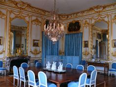 Appartements privés Chateau Versailles, Palace Of Versailles, French Apartment, Apartment Interior, Luis Xvi, Palace Interior, French History, Marquise, Elegant Homes