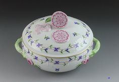 PRETTY HEREND PORCELAIN COVERED DISH BLUE GARLAND PAT