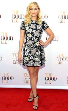 Reese Witherspoon strikes a pose in this flirty, floral frock!
