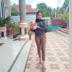 Hijab Teen, Girl Hijab, Myanmar Women, Hijab Chic, Beautiful Hijab, Hijabs, Indian Beauty Saree, Muslim Women, Galaxy Wallpaper