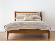 Solid Oak Bed with u