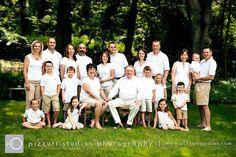 posing idea for large family photo Large Group Photos, Large Family Pictures, Large Family Portraits, Studio Family Portraits, Extended Family Photos, Large Family Poses, Family Portrait Poses, Family Picture Poses, Family Portrait Photography