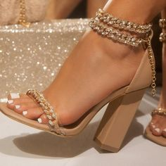 Dr Shoes, Cute Shoes Heels, Fancy Shoes, Hype Shoes, Pretty Shoes, Pumps Heels, Me Too Shoes, Prom Heels, Aesthetic Shoes