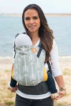 Tulas are limited to US addresses only This carrier comes with: - This Tula Carrier is made with dark gray canvas - Removable, regulated hood - Instruction brochure Product measurements: Standard - Pa