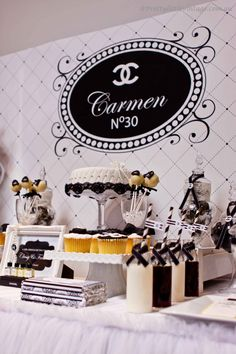 Chanel party birthday ideas: for the sophisticated girl. Chanel Party, Chanel Birthday Party, 30th Party, 30th Birthday Parties, Sweet 16 Birthday, 16th Birthday, Birthday Ideas, Chanel Wedding, Estilo Coco Chanel