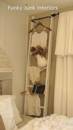 handig ladder in de slaapkamer voor kleding die je nog aan moet