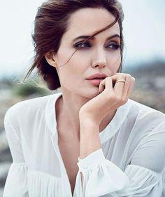 Angelina Jolie Opens Up About Brad Pitt Divorce For The First Time Angelina Jolie, Jolie Pitt, Hollywood Actresses, Actors & Actresses, Most Beautiful Women, Beautiful People, Actrices Hollywood, Brad Pitt, Woman Crush