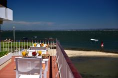 Pousada Ria is a hotel in Aveiro. With outdoor pool and private beach, this charming hotel will provide you with an unforgettable stay. Outdoor Pool, Mornings, Alcoholic Drinks, Wine, Beach, Glass, The Beach, Drinkware, Acre