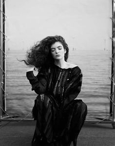 Lorde in Comme Des Garçons photographed by Thomas Whiteside for Elle US, October 2014.