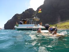 there are so many different ways to experience the Na Pali coast but here at Kauai Experience our all time favorite is by boat.