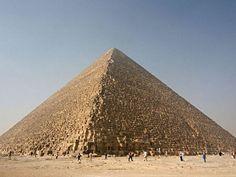 Gran pirámide de Giza Eres la gran Pirámide de Giza. Primero que todo, eres un alma vieja, y esta pirámide es la más antigua de las 7 maravillas del mundo antiguo. También eres una persona fuerte, un poco insensible y persistente, tal como lo es la Pirámide, que es la única de estas 7 maravillas que sigue casi completamente intacta.