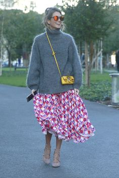 Style on day The streets of WGSN Street Style Boho Fashion, Vintage Fashion, Fashion Outfits, Womens Fashion, Pretty Outfits, Beautiful Outfits, Sweater Over Dress, Looks Street Style, Mode Style