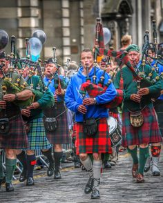 ♦️Piping on the Cobbles♦️Royal Mile... | FotoFling Scotland