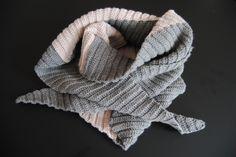 Crochet Scarf with Danish instructions - Garniturens Efterårskrammer Chrochet, Knit Crochet, Caramel Apple Cheesecake Bars, Perfect Marriage, Arabian Nights, Ravelry, Knitting, Shawl, Fashion