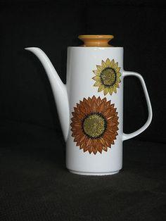 Meakin retro coffee pot.  Tait?