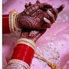 Bridal Bangles, Bridal Jewelry Sets, Bridal Accessories, Indian Bridal Photos, Indian Bridal Outfits, Engagement Mehndi Designs, Bridal Mehndi Designs, Wedding Chura, Bridal Jewellery Inspiration