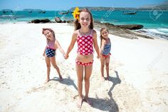 Картинки по запросу kids playing in the beach