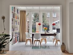 Bloem en Lemstra Architects create this wonderfully inviting interior design solution of a house extension of a family home in Amsterdam. Home Interior Design, Interior Styling, Interior Architecture, Interior Ideas, Hallway Inspiration, Space Interiors, White Interiors, House Extensions, Apartment Interior