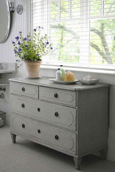 Antique Swedish Gustavian chest via http://toneontoneantiques.blogspot.com/