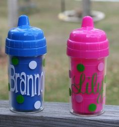 Personalized Polka Dot Sippy Cup - Aunt JEss needs to make these! Pink Cups, Blue Cups, Cricut Monogram, Cricut Vinyl, Silhouette Vinyl, Silhouette Cameo Projects, Vinyl Crafts, Vinyl Projects, Baby Shower Gifts