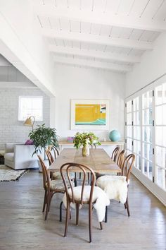 scandinavian home - bentwood chairs create mixed with modern home, perfect combo Inspiring Spaces, Dining Room Design, Room Inspiration, Dining Room Inspiration, Dining Room Decor, My Scandinavian Home, Bentwood Chairs, Home Decor, Room Design