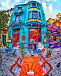 Colourful and beautiful Outdoor Cafe arrangement . Colourful and bea World Of Color, Color Of Life, Menu Vintage, Café Exterior, Istanbul Travel, Colourful Buildings, Colorful Houses, Colorful Cafe, Bohemian Homes