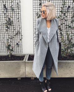 "1,958 Gostos, 31 Comentários - Laura Jade Stone (@laurajadestone) no Instagram: ""I have a thing for grey coats @whitefoxboutique"""