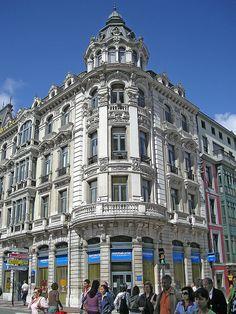 Oviedo, Spain Pamplona, Oviedo Spain, My Adventure Book, Different Architectural Styles, Asturian, Asturias Spain, Paraiso Natural, Spanish Architecture, Classic Architecture