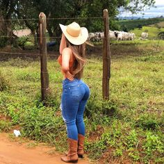 Sexy Cowgirl Outfits, Curvy Girl Outfits, Cute Outfits, Superenge Jeans, Sexy Jeans, Vaquera Sexy, Cute Country Girl, Pernas Sexy, Curvy Women Fashion