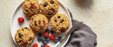 Berries, bananas, and a big dose of vanilla (from both vanilla almond milk and vanilla extract) make these easy vegan muffins extra-luscious, but aquafaba is the real star of the recipe. Plant Based Breakfast, Vegan Blueberry, Star Food, Plant Based Eating, Banana Recipes, Vegan Desserts, Healthier Desserts, Vegan Sweets, Vegan Snacks