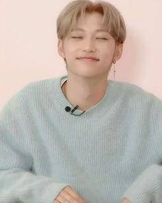 Image about kpop in 이 필릭스🧸 by 王 on We Heart It Felix Stray Kids, K Pop, Fanfiction, Vkook Memes, Wattpad, Kid Memes, Lee Know, Kids Videos, Kpop Boy