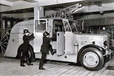 Truck Engine, Tow Truck, Fire Trucks, Old Tractors, Fire Apparatus, Emergency Vehicles, Chicago Fire, Fire Dept, Fire Engine