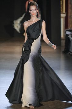Love the ombre detail on this Zac Posen gown. -- Grace Ormonde Wedding Style