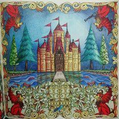 «Uma gracinha esse castelo!!! @Regrann from @simonesaulo -  Castelinho.... #florestaencantada #artecomoterapia #enchantedforest #enchanted #castle…»