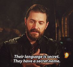 The cast talk about the dwarf language (gif set)