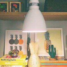 O Abacaxi é o rei desse cantinho da Vivi (@vividecorviva).  Por isso o nosso pôster não poderia ficar de fora.  Adoramos! - A Vivi é arquiteta e editora do blog DecorViva que tem projetos e dicas incríveis para decoração.  - Veja: #PosterAbacaxisNCDJ - http://ift.tt/1dqyBxz (link na bio). #nacasadajoana #abaixoasparedesvazias #pôster #posters #quadros #enquadrados #design #decoração #decor #interiordesign #pinterest #meunacasadajoana #casa #lar #abacaxi #ananas