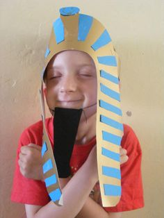 Pharaoh's Headdress -Dress up as Pharaoh by making this pharaoh's headdress craft for kids. Great for an Ancient Egypt theme or perhaps for Bible studies.