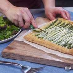 Get Spring Asparagus Tart Recipe from Food Network Tart Recipes, Appetizer Recipes, Cooking Recipes, Easter Appetizers, Snacks Recipes, Recipes Dinner, Recipies, Vegetable Dishes, Vegetable Recipes