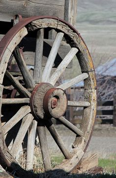 Wagon Wheel Photograph - Covered Wagon Wheel by Athena Mckinzie Wooden Wagon Wheels, Wooden Wheel, Barn Pictures, Vintage Pictures, Wagon Wheel Image, Watercolor Landscape Tutorial, Small Yard Landscaping, Letter Photography, Old Wagons